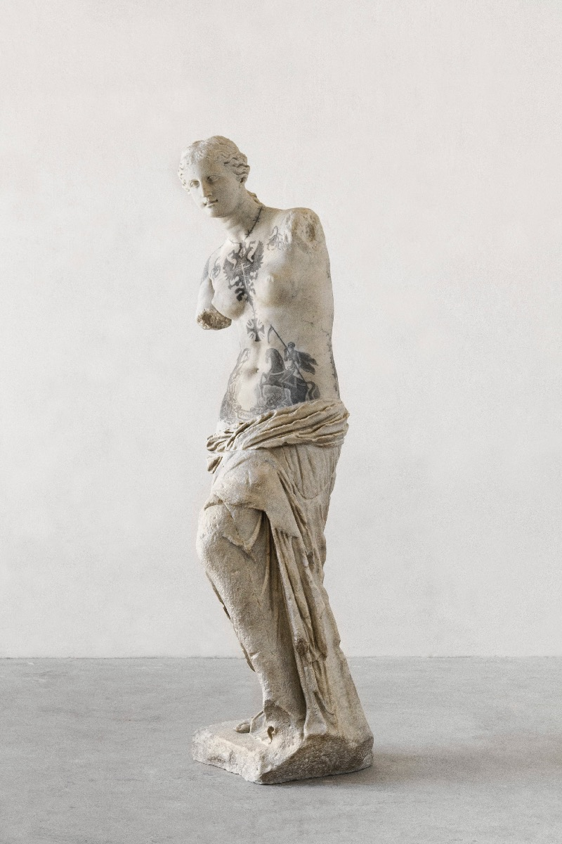 Fabio Viale Draws Tattoos To Classical Sculptures Making Them Totally Awesome