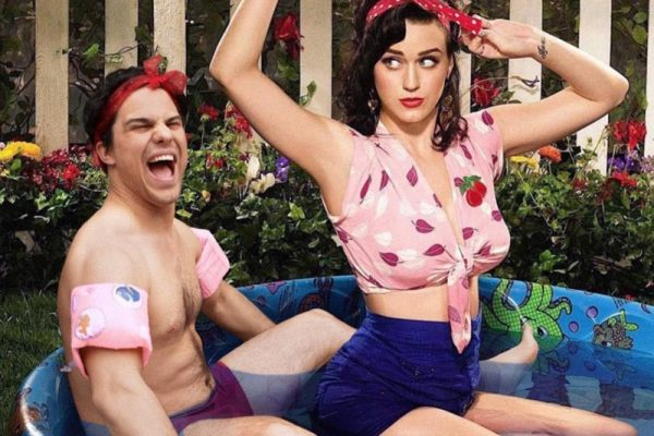 Digital Artist Robert Van Impe Photoshops Himself Into Hilarious Photos With Celebrities